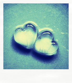 Cold cold hearts polaroid by etherealwinter - CaK�L'dan Avatar =)