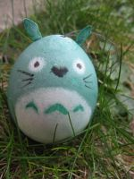 Oeuf-Totoro by artemecia
