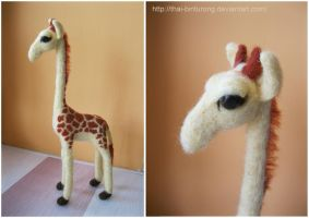 Needle felted Giraffe by thai-binturong