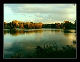 Autumn at the lake by hamti
