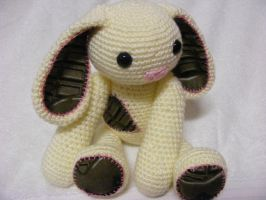 Custard the Rabbit Amigurumi by Crowchet
