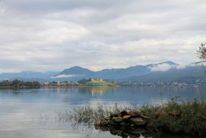Lago Varese by Arid-Eauprofonde