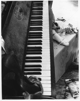 Piano by Muze-hic