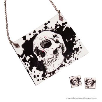 Skull necklace by jewelryandstuff