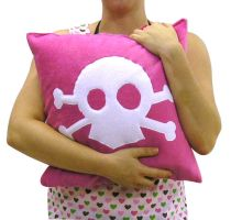 skull cushion by ladysnowbloodz