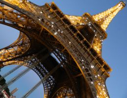 Eiffel Tower by sythirra