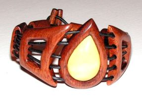 Bracelet - amber and wood by AmberSculpture