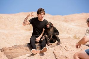 Louis does yow and the Monkey lean on him by Namine24