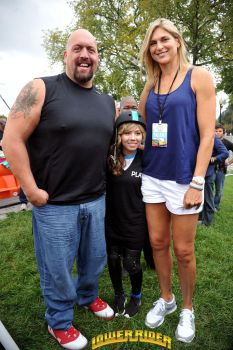 Gabby Reece and Big Show by lowerrider