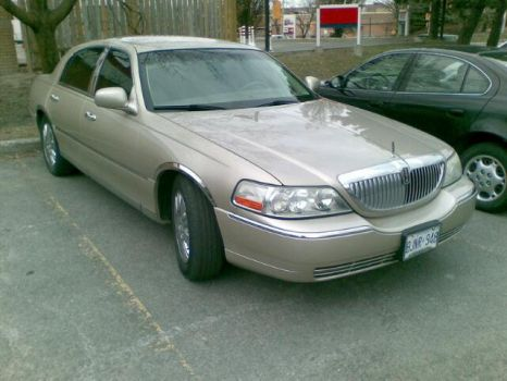 2004 Lincoln Town Car by Badluk