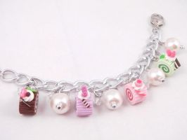 Color Rolls n Pearls Bracelet by SweetandCo
