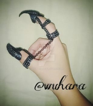 Queen Ravenna's Claw Rings by WuHara