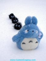 Totoro in the snow by The-Cute-Storm