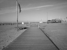 Beach 6, Black and White by Sigilien