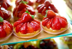 Boulangerie Strawberry Tarts by lilkoda16