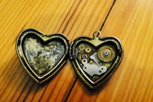 steampunk heart locket by TayaRavena