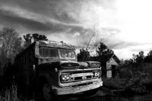 Old Bus by iskatealot013