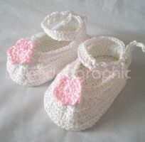 Baby Shoes by midorigraphic