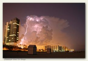 Isolated thunderstorm by bartdebruyn
