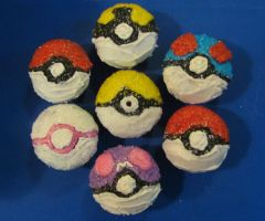 Pokeball Birthday Cupkakes by Spirit-Crane-tabida