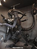 The 2.35m Metal Alien by Kreatworks