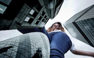 Giantess Roxana in London by MrDerpington