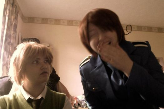 Italy and England [COSPLAY] - PFFFT.... HAHAHA~ by CupidFireAngel