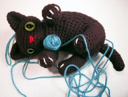 Crazed Kitten - amigurumi by selkie