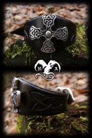 Black celtic cross bracelet by Noir-Azur