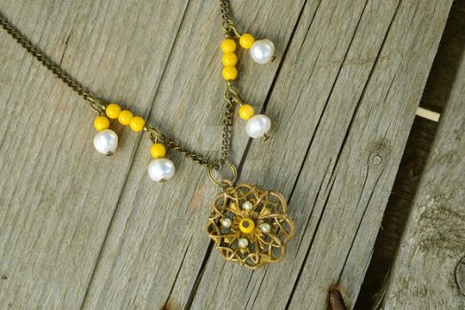 Necklace Buttercup Vintage by Cellutinn