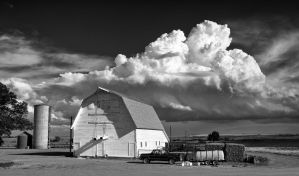barn and passing storm by eDDie-TK