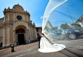 The bride and the wind... by eos75