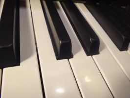 Piano by xDNarnian