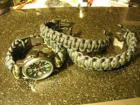 Paracord watchband and bracelets by Mic-rez