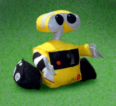 Wall-E v.2.0 by plushies-by-chrissie