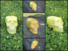 Yellow marble skull ashtray by LaddeDadde