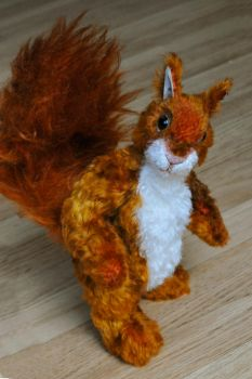 Squirrel by Je-Suis-Lugly