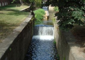 Canal waterfall by Q99