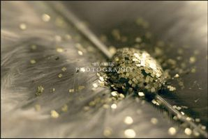 Glamorous droplet by AniekPhotography