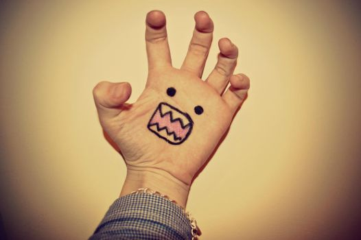 My Hands A Monster! HELP! by CutiieePiiee