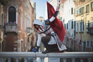 Ezio Auditore Cosplay Assassin's Creed 2 Venezia by LeonChiroCosplayArt