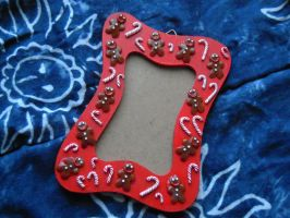 Picture frame: candy canes and gingerbread men by REDDISH-MUSE