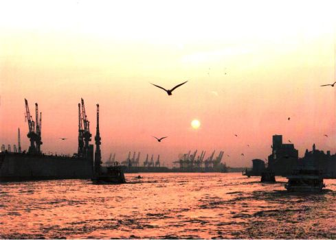 Hamburg Harbour 2011 by TwinkleGotMad