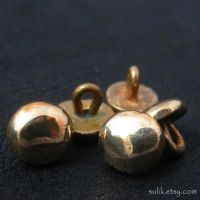 Bronze medieval buttons by Sulislaw