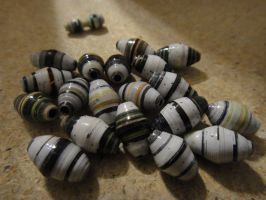 Paperbeads- Recycled Calender by xneeneex