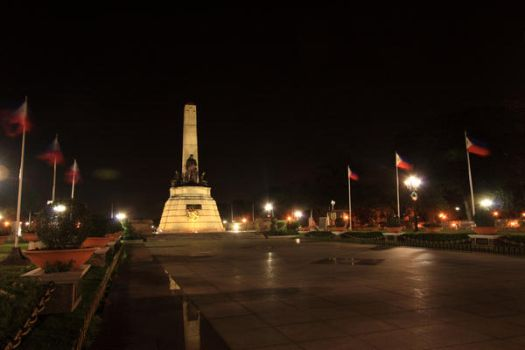 Rizal Monument by howlingtothemoon