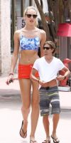 Minigts Candice Swanepoel with shrunken boyfriend by SizeExchange
