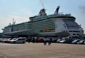 Boarding The Independence of the Seas 03 by abelamario