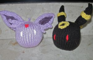 Knit Umbreon+Espeon by hippygirlanna