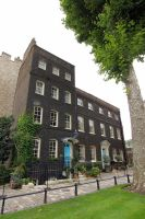 Big House in London Castle by Rea-the-squirrel